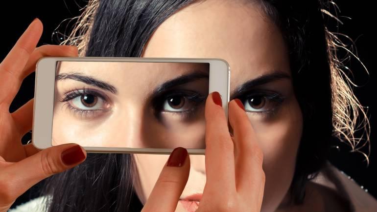 Un estudio demuestra que los dispositivos móviles dañan las células de las retinas.