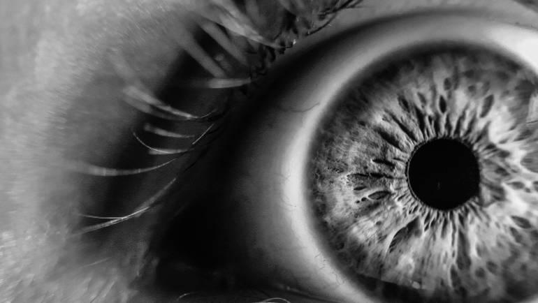 ¿Qué sucede en nuestros ojos cuando estamos en un lugar oscuro?